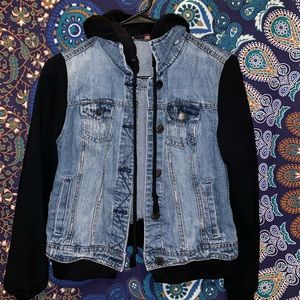 Jean Jacket with sweater sleeves and hood!🔥